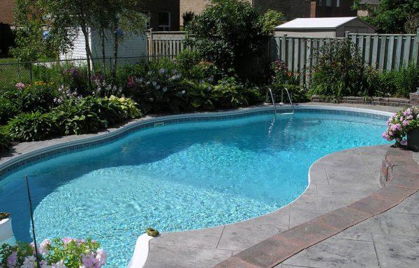 האם בריכות שחיה ביתיות מעלות את ערך הנכס שלכם?